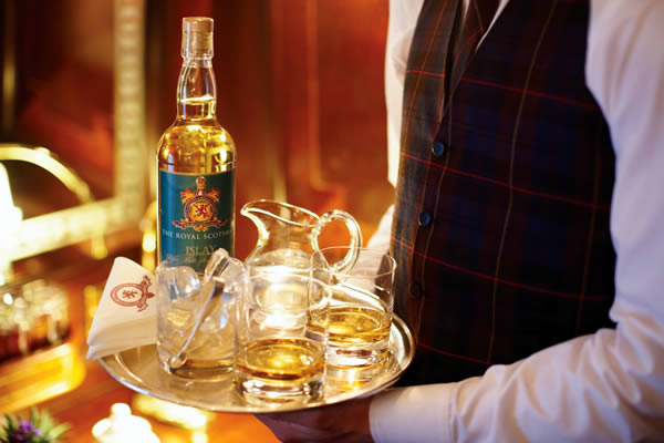 Enjoy some exquisite single malts on board The Royal Scotsman